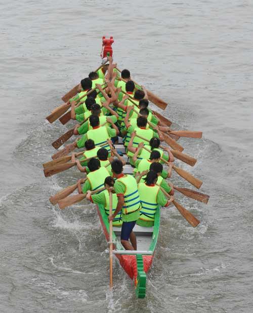Chùm ảnh: Đua thuyền rồng trên kênh Tàu Hủ - 10