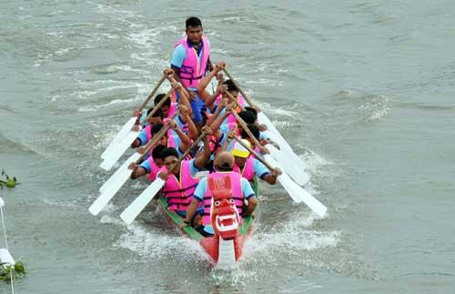 Chùm ảnh: Đua thuyền rồng trên kênh Tàu Hủ - 12