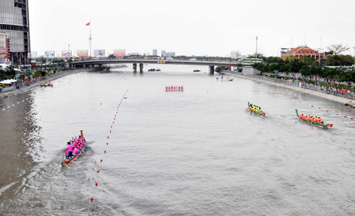 Chùm ảnh: Đua thuyền rồng trên kênh Tàu Hủ - 14