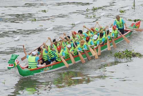 Chùm ảnh: Đua thuyền rồng trên kênh Tàu Hủ - 7
