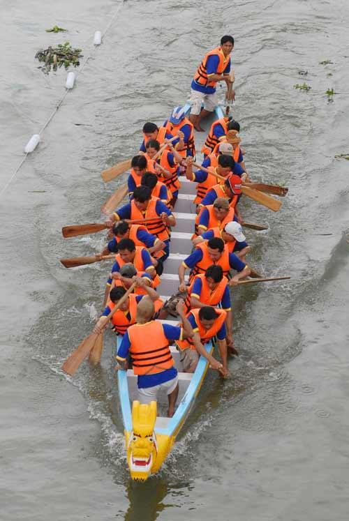 Chùm ảnh: Đua thuyền rồng trên kênh Tàu Hủ - 6