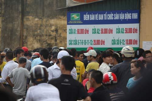 Ngất lịm vì mua vé trận SLNA – Ninh Bình - 13