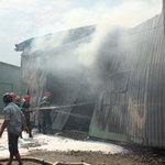 Tin tức trong ngày - TPHCM: Cháy giữa trưa, 1.200m2 xưởng ra tro