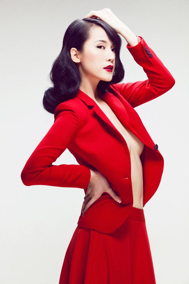 Thái Hà bán khỏa thân khoe thân gầy - 1