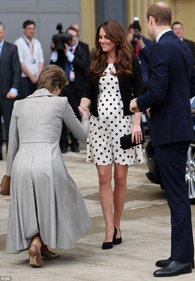 Công nương Anh Kate Middleton sinh con trai? - 1