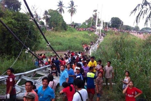 Thái Lan: Đứt cáp treo, cầu sập kinh hoàng - 1