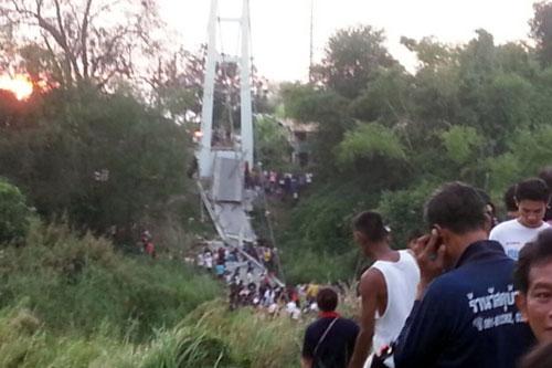 Thái Lan: Đứt cáp treo, cầu sập kinh hoàng - 2