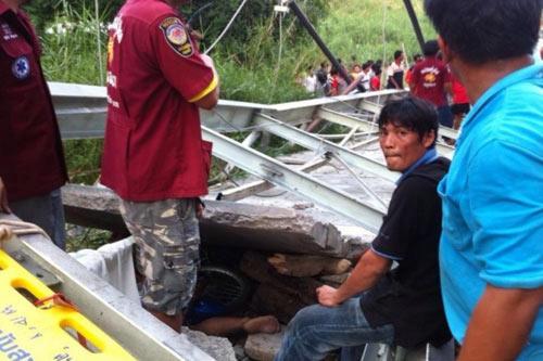 Thái Lan: Đứt cáp treo, cầu sập kinh hoàng - 4