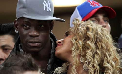 """Balotelli sẵn sàng """"chia sẻ"""" bồ cho Real - 1"""