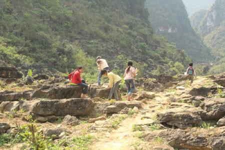 Những người gieo chữ trên núi đá - 3