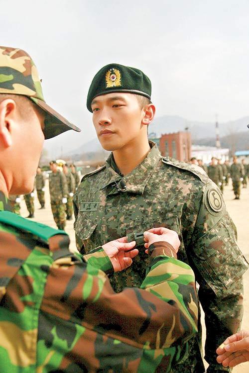 Nguy cơ chiến tranh - Sao Hàn nhập ngũ - 1