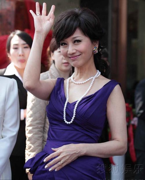 Người đẹp gốc Việt nhảy sung bung áo - 13