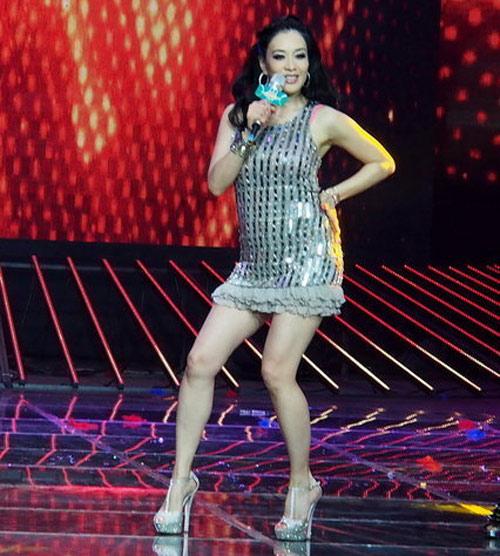 Người đẹp gốc Việt nhảy sung bung áo - 4