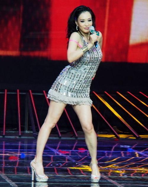 Người đẹp gốc Việt nhảy sung bung áo - 6