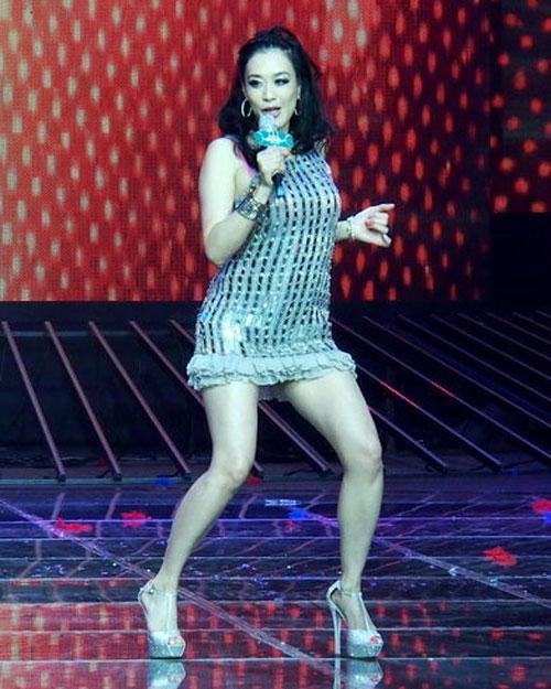 Người đẹp gốc Việt nhảy sung bung áo - 5