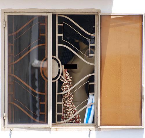 Ảnh chụp lén một em khỏa thân bên cửa sổ - 6