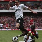 Bóng đá - Wenger thất vọng vì Persie bị la ó
