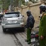 Tin tức trong ngày - Hà Nội: Phó CA phường bị hất lên nắp capo