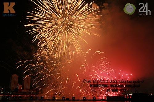 """""""Bữa tiệc"""" pháo hoa trên bến sông Hàn - 5"""