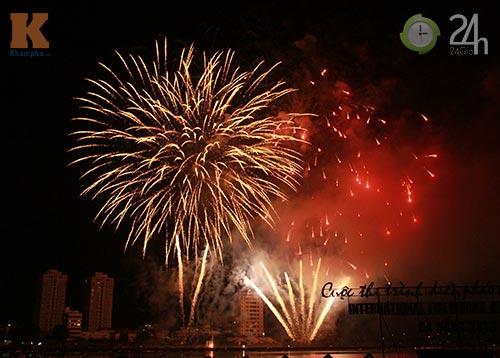 """""""Bữa tiệc"""" pháo hoa trên bến sông Hàn - 6"""