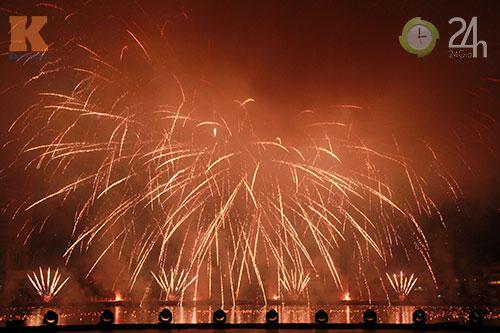 """""""Bữa tiệc"""" pháo hoa trên bến sông Hàn - 3"""