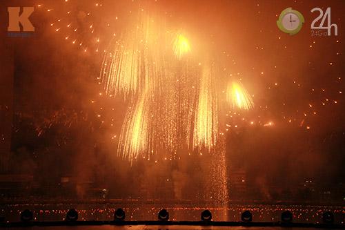"""""""Bữa tiệc"""" pháo hoa trên bến sông Hàn - 4"""