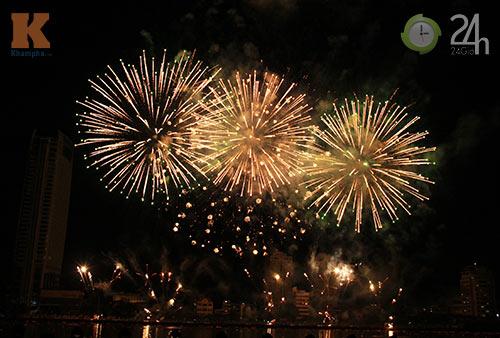 """""""Bữa tiệc"""" pháo hoa trên bến sông Hàn - 8"""