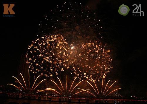 """""""Bữa tiệc"""" pháo hoa trên bến sông Hàn - 9"""
