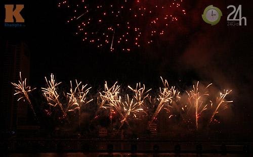"""""""Bữa tiệc"""" pháo hoa trên bến sông Hàn - 10"""