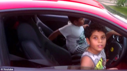 Ấn Độ: Bị bắt vì cho con 10 tuổi lái siêu xe - 1