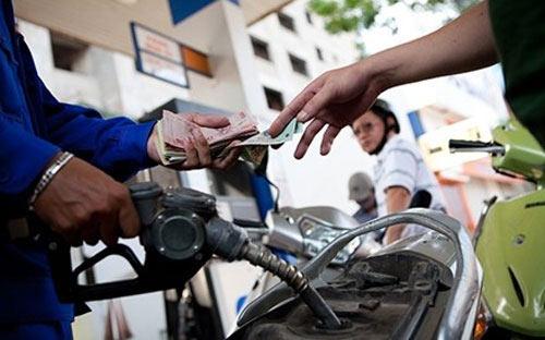 Giá xăng: 3 lần giảm không bằng 1 lần tăng - 1