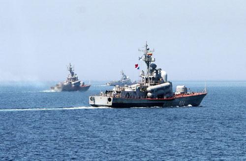 Xem tàu chiến Nga phóng tên lửa hạ mục tiêu - 1