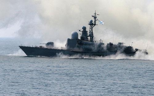 Xem tàu chiến Nga phóng tên lửa hạ mục tiêu - 2