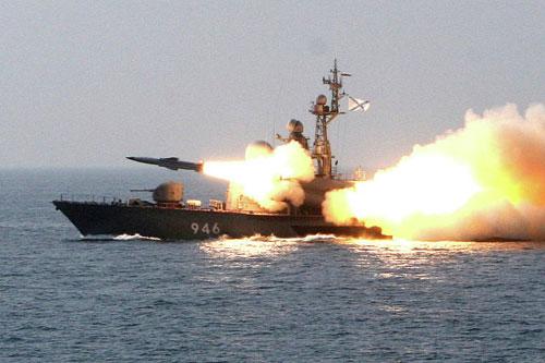 Xem tàu chiến Nga phóng tên lửa hạ mục tiêu - 3