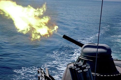 Xem tàu chiến Nga phóng tên lửa hạ mục tiêu - 6