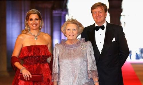 Nữ hoàng Hà Lan nhường ngôi cho con trai - 1