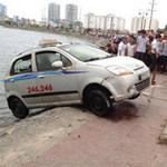 Tin tức trong ngày - Hoảng hồn câu phải xe taxi có... xác người