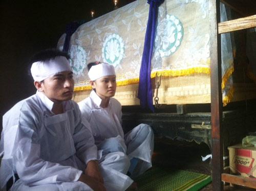 Sau TNGT ở Huế: Con mất mẹ, anh mất em - 1
