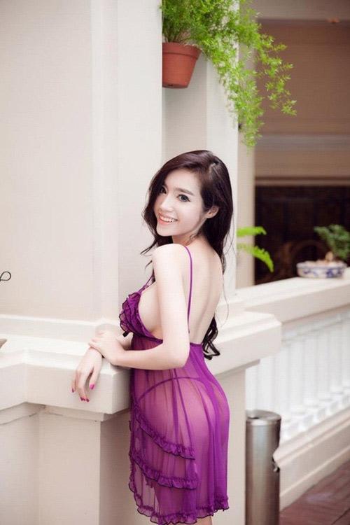 Elly Trần mặc váy ngủ mỏng tang - 3
