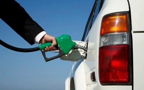 Giá xăng, dầu thế giới tiếp tục tuột dốc - 1