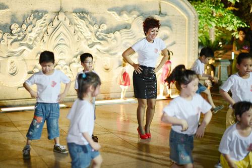 Tự Long hát chế và nhảy Gangnam Style - 7