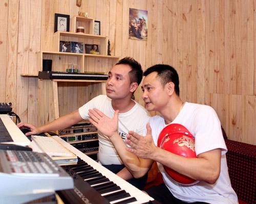 Tự Long hát chế và nhảy Gangnam Style - 1