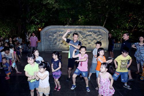 Tự Long hát chế và nhảy Gangnam Style - 3