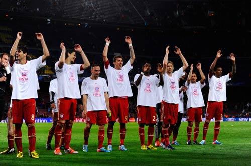 """Bayern & """"cú ăn 3"""": Quà mừng Pep - 1"""