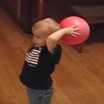 Thể thao - Bé 2 tuổi ném rổ siêu hạng gây cơn sốt