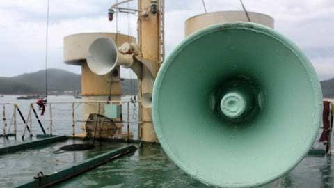 Cận cảnh tàu lạ xâm nhập trái phép biển VN - 4