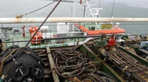 Cận cảnh tàu lạ xâm nhập trái phép biển VN - 9