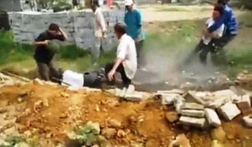Vụ clip chém người dã man: Vì… 50cm đất