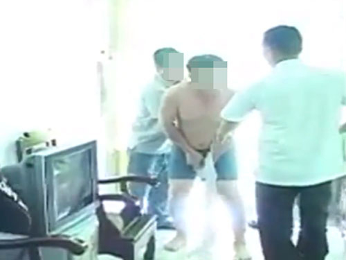 Xôn xao clip phó chánh văn phòng bị đánh ghen - 2