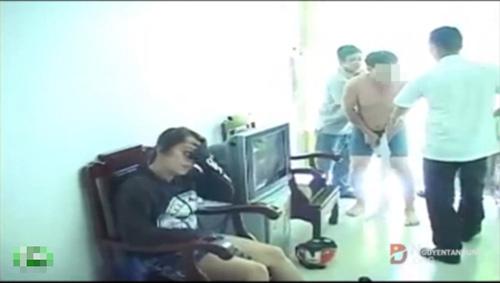 Xôn xao clip phó chánh văn phòng bị đánh ghen - 3